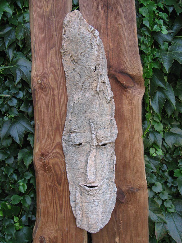 Keramik, die man im Garten befestigen kann oder in der Wohnung an einer Wand.